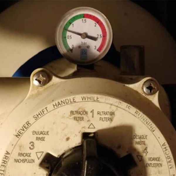 Eine Druckanzeige zeigt, dass der Druck mit FIBALON immer im grünen Bereich bleibt, in diesem Fall unter 1,5 bar.