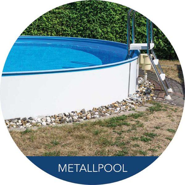 Metallpool im Garten mit Leiter