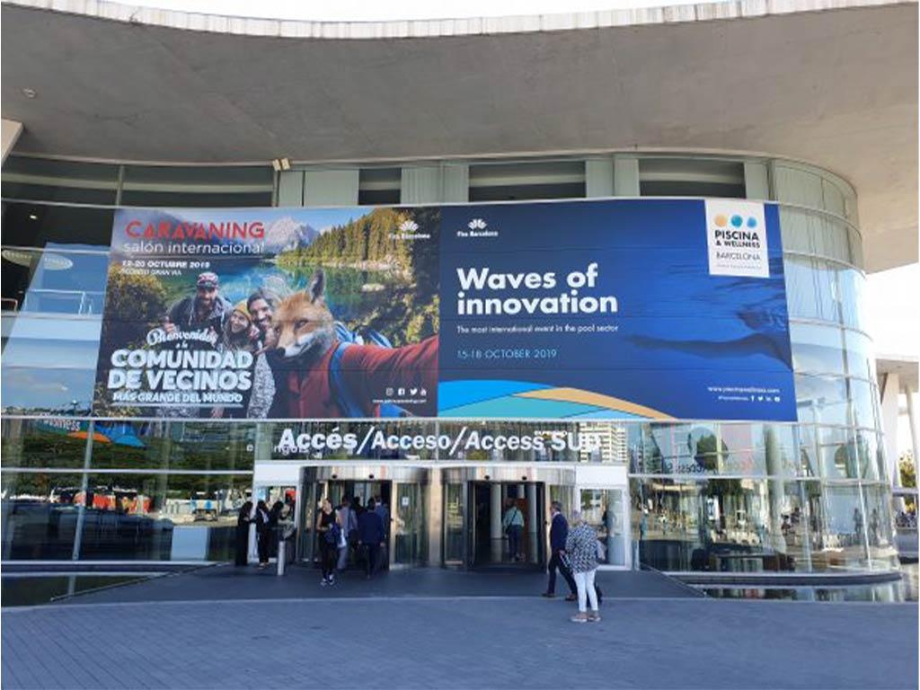"""Außenansicht des Messegebäudes in Barcelona - FIBALON-Filtermaterialien auf der Messe """"Piscina y Wellness"""" Barcelona 2019 präsentiert"""